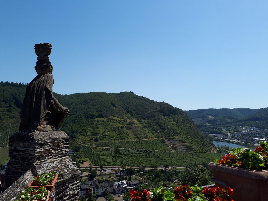 Guard looking over the valley of Reichsburg castle Cochem