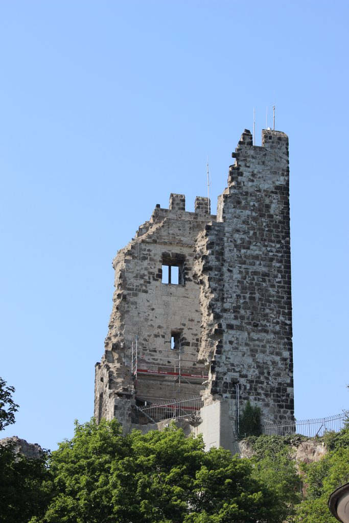 Ruins on top of Drachefels