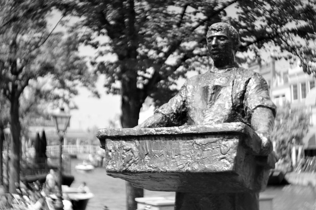 Merchant statue Leiden